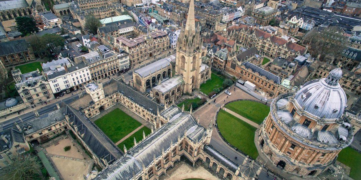 Университеты Великобритании проводят ежегодные Дни Открытых дверей.